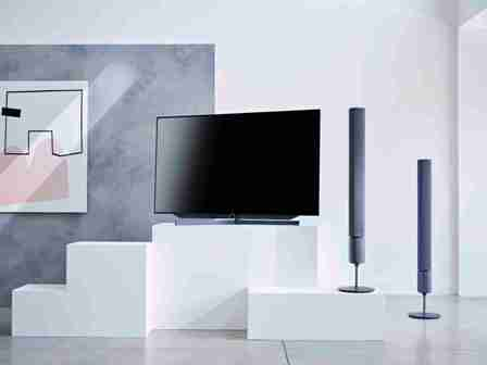 die kunst der perfektion loewe bild 7 mit oled technologie niemann tv. Black Bedroom Furniture Sets. Home Design Ideas